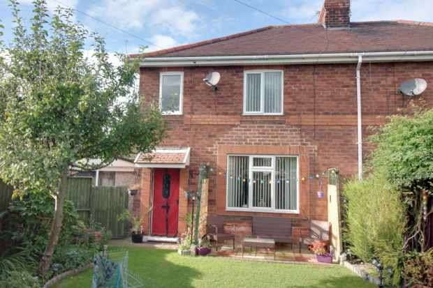 3 Bedrooms Semi Detached House for sale in Sunnymede Crescent, Doncaster, South Yorkshire, DN6 0LZ