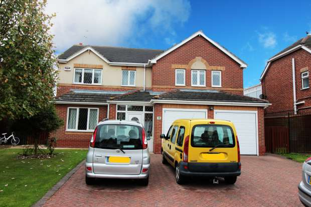 4 Bedrooms Detached House for sale in Spinnaker Close, Hull, North Humberside, HU9 1UL