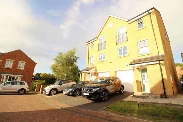 4 Bedrooms Semi Detached House for sale in Primrose Way, Wakefield, West Yorkshire, WF4 6AW