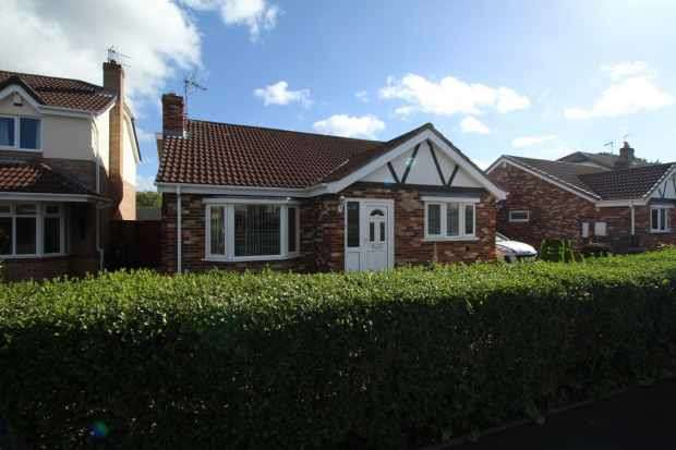 2 Bedrooms Detached Bungalow for sale in St Catherine's Close, Stockton-On-Tees, Cleveland, TS21 4BW