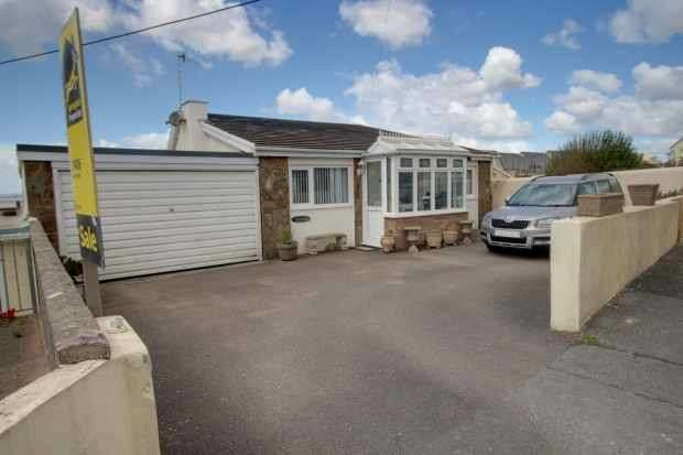 4 Bedrooms Detached House for sale in Hazelwood, Ogmore By Sea, South Glamorgan, CF32 0PZ
