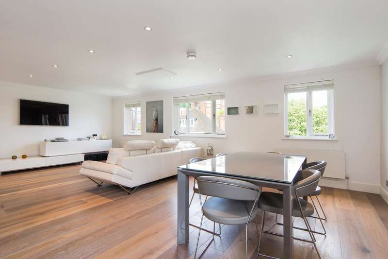 3 Bedrooms Flat for sale in Crediton Hill, West Hampstead