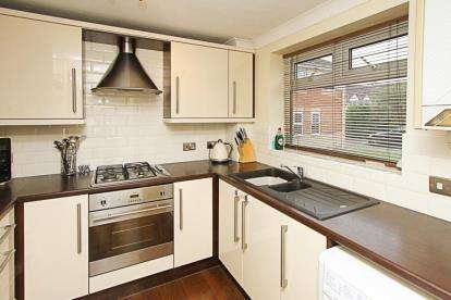 2 Bedrooms Town House for sale in Gartrice Gardens, Halfway, Sheffield, South Yorkshire