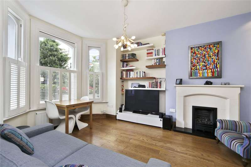 2 Bedrooms Flat for sale in Lavender Gardens, London, SW11