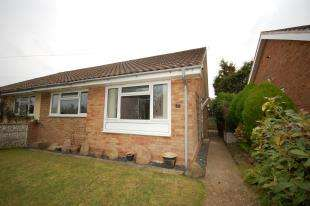 2 Bedrooms Bungalow for sale in Birch Path, Uckfield, East Sussex