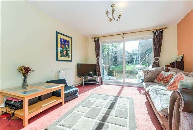 2 Bedrooms End Of Terrace House for sale in Bushfield Drive, Redhill, RH1 5BN