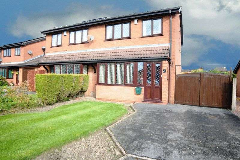 3 Bedrooms Semi Detached House for sale in Freebridge Close, Meir Hay, Stoke-On-Trent, ST3 5XQ