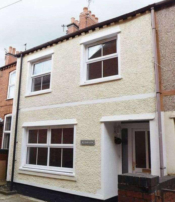 3 Bedrooms Semi Detached House for sale in Pool Road, Wrexham