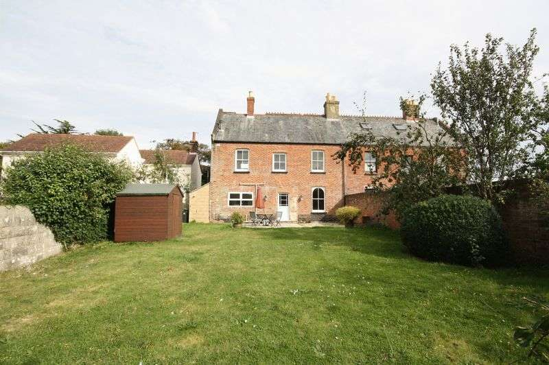 3 Bedrooms Semi Detached House for sale in Stanpit, Christchurch