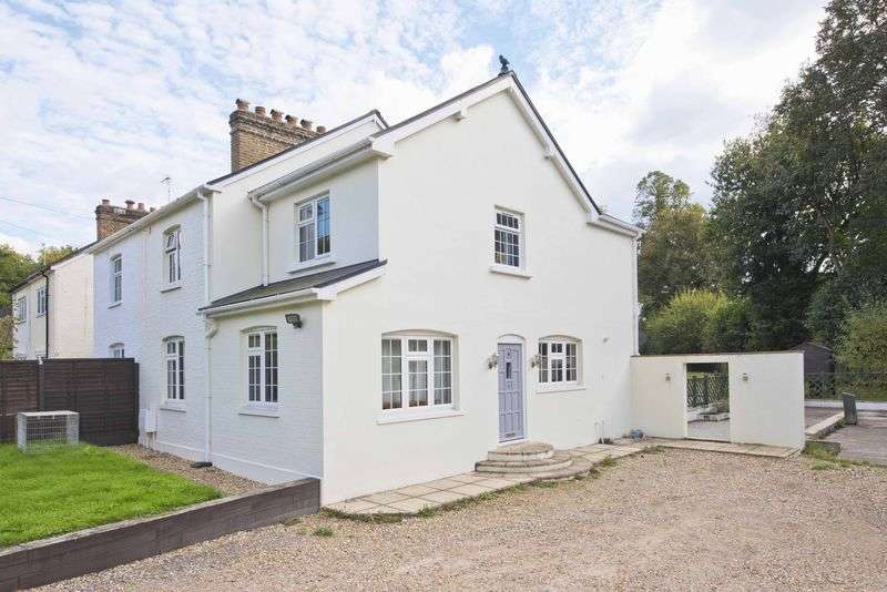 4 Bedrooms Semi Detached House for sale in Portnall Cottages, London Road, Sunningdale