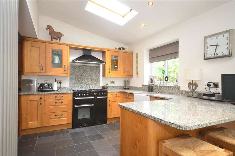 3 Bedrooms Semi Detached House for sale in Blakes Farm Road, Southwater, Horsham, West Sussex