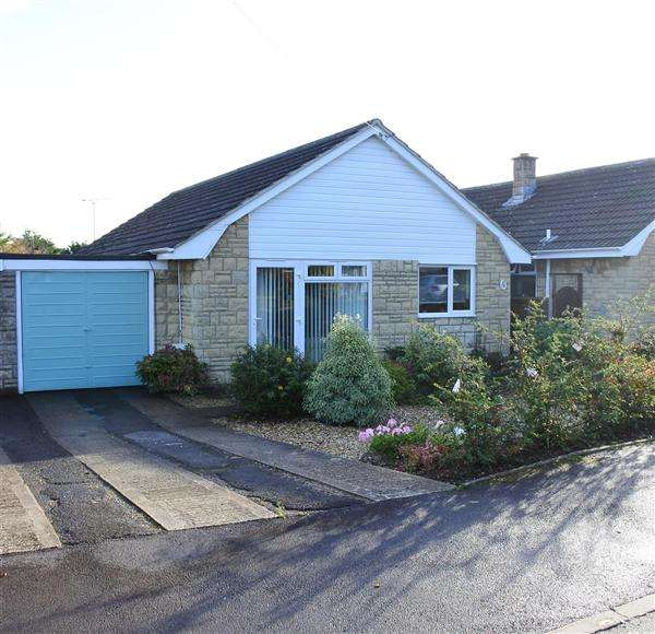 3 Bedrooms Bungalow for sale in Saxon Mead Close, Gillingham
