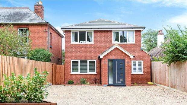 3 Bedrooms Detached House for sale in Aldershot Road, Church Crookham, Fleet