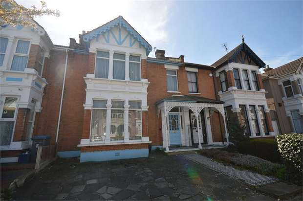 4 Bedrooms Terraced House for sale in Clarendon Gardens, ILFORD, Essex