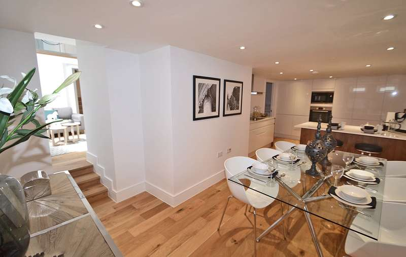 3 Bedrooms Apartment Flat for sale in Market Square, Horsham, West Sussex, RH12