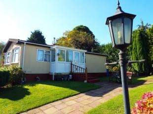 2 Bedrooms Detached House for sale in The Close, Berrys Green Road, Berrys Green, Westerham