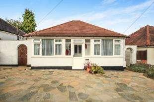 2 Bedrooms Bungalow for sale in Waverley Avenue, Kenley, Surrey