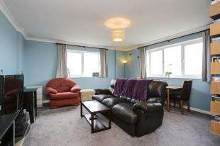 2 Bedrooms Flat for sale in Manor Lea, Boundary Road, Worthing, West Sussex