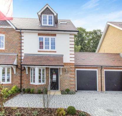 3 Bedrooms Semi Detached House for sale in Westbeams Road, Sway, Lymington