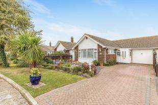 2 Bedrooms Bungalow for sale in St. Thomas Drive, Bognor Regis, West Sussex