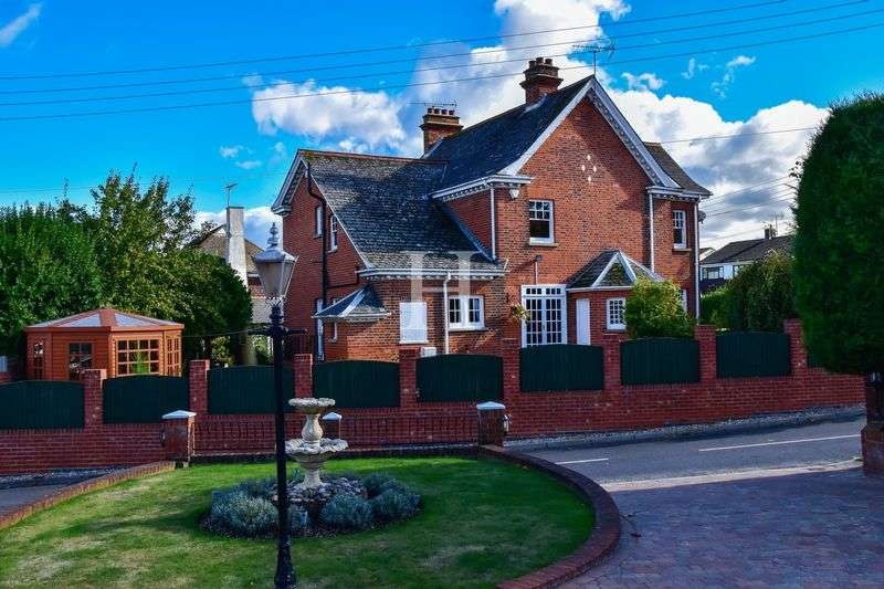 5 Bedrooms Detached House for sale in The Fountain Cottage, High Road, Hockley, Essex, SS5