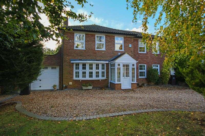 4 Bedrooms Detached House for sale in Theydon Place, Epping CM16