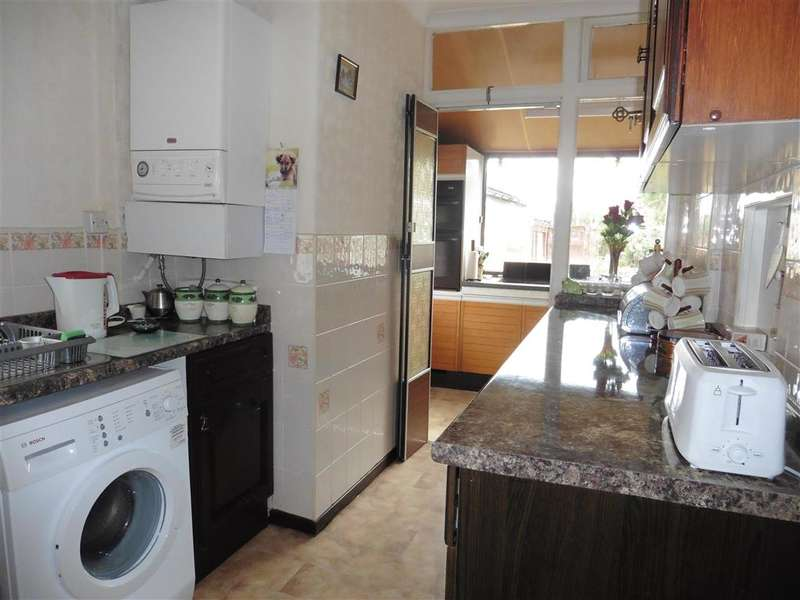 2 Bedrooms Detached House for sale in Queenborough Road, Minster On Sea, Sheerness, Kent