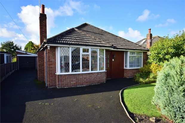 2 Bedrooms Detached Bungalow for sale in Edwinstowe Road, LYTHAM ST ANNES, Lancashire