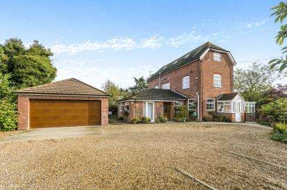 6 Bedrooms Detached House for sale in Cadnam, Southampton, Hampshire