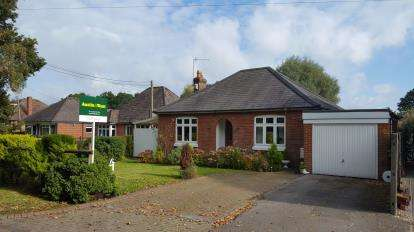 3 Bedrooms Bungalow for sale in Old Calmore, Southampton, Hampshire