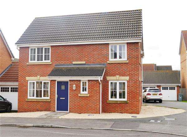 4 Bedrooms Detached House for sale in Neals Crescent, Grantham