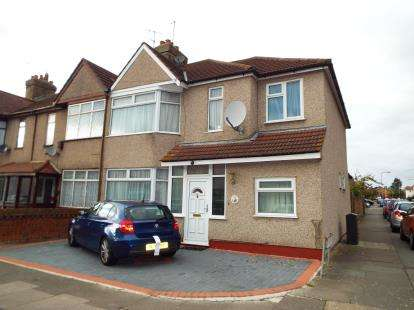4 Bedrooms End Of Terrace House for sale in Hainault, Ilford, Essex