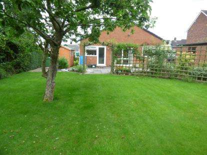 3 Bedrooms Bungalow for sale in The Groves, Marchwiel, Wrexham, Wrecsam, LL13