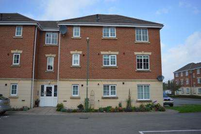2 Bedrooms Flat for sale in Burnfields Way, Aldridge, Near Walsall, West Midlands