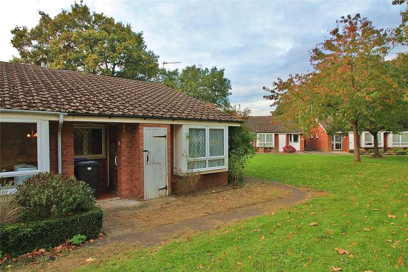 2 Bedrooms Bungalow for sale in Semper Close, Knaphill, Woking, Surrey, GU21