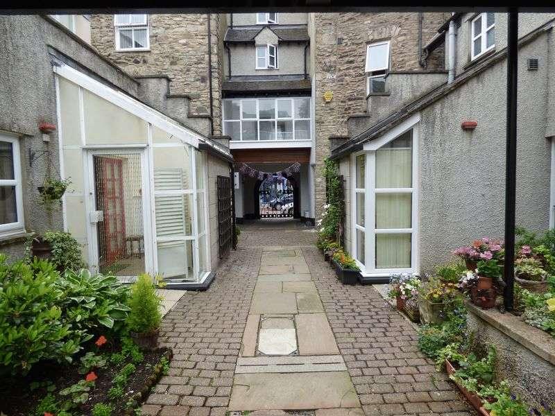 2 Bedrooms Flat for sale in Websters Yard, Kendal