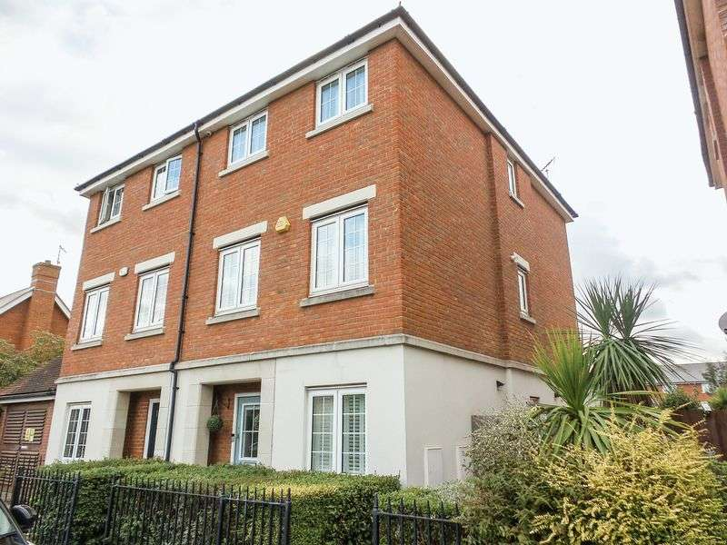 4 Bedrooms Semi Detached House for sale in Downhall Park Way, Rayleigh