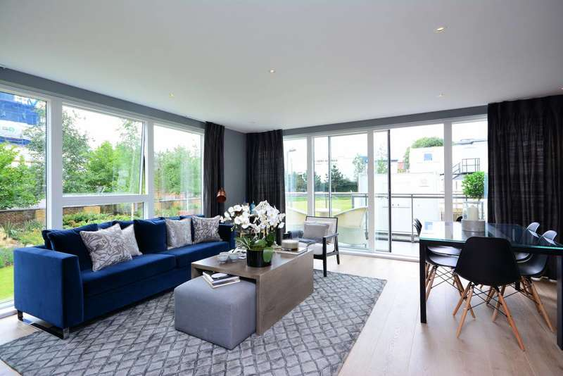 3 Bedrooms Flat for sale in Kempton House, Brentford, TW8