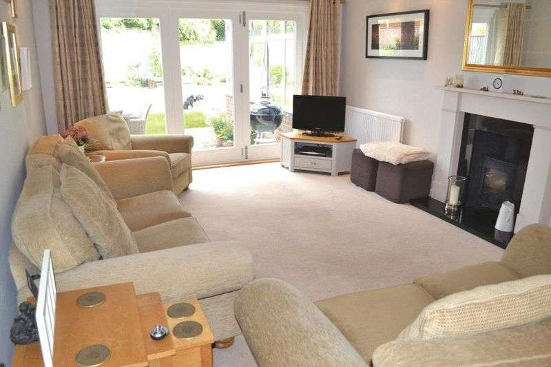 3 Bedrooms Detached House for sale in NR. STOCKS GREEN SCHOOL