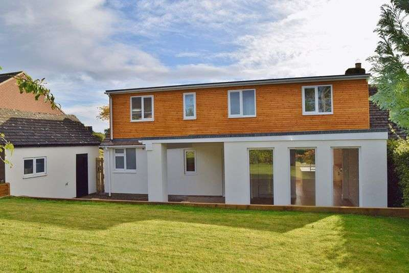 4 Bedrooms Semi Detached House for sale in Fairfield Crescent, Oakwood