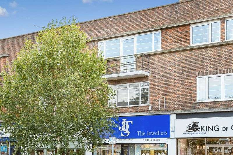 3 Bedrooms Flat for sale in High Street, Banstead