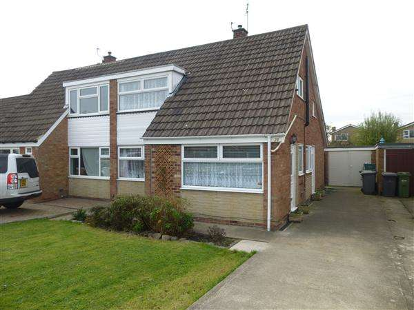 4 Bedrooms Semi Detached House for sale in Moorcroft Road, Woodthorpe, York