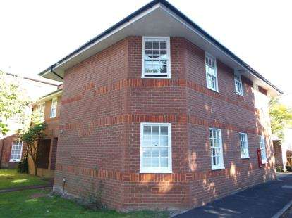 2 Bedrooms Flat for sale in Headley Close, Alresford, Hampshire