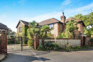 6 Bedrooms Detached House for sale in West Drive, Angmering, Littlehampton, West Sussex