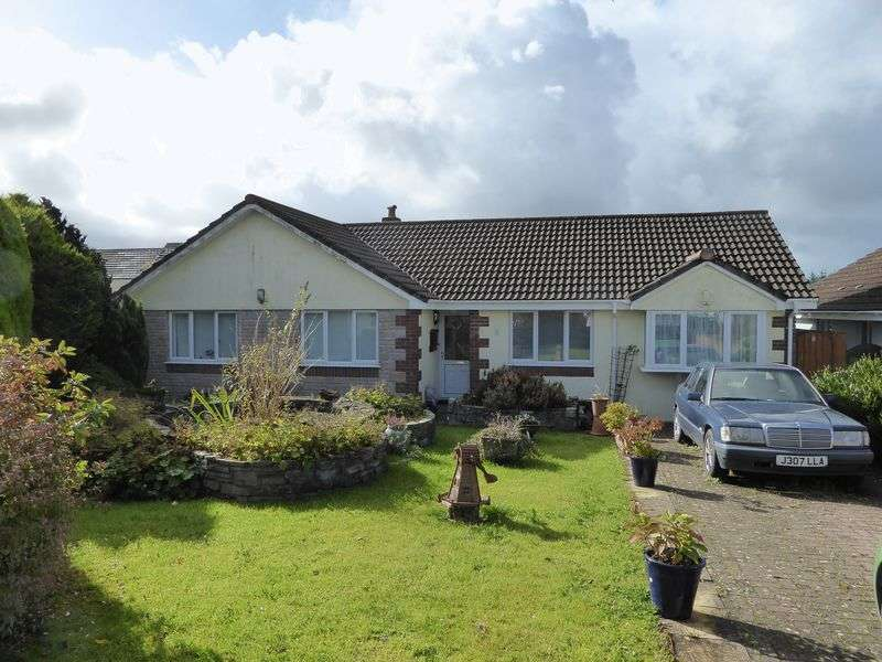 4 Bedrooms Detached Bungalow for sale in Longfield Drive, Camelford