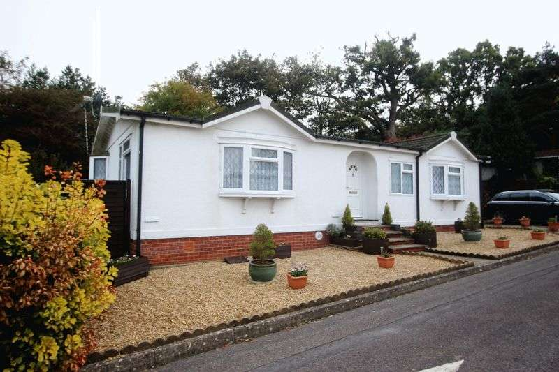2 Bedrooms Property for sale in Boxhill