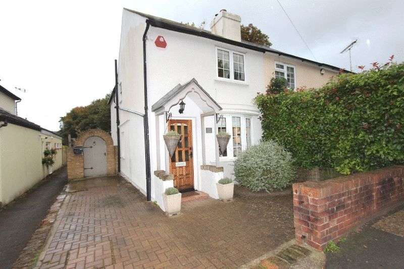 2 Bedrooms Semi Detached House for sale in Downs Road, Belmont, Surrey