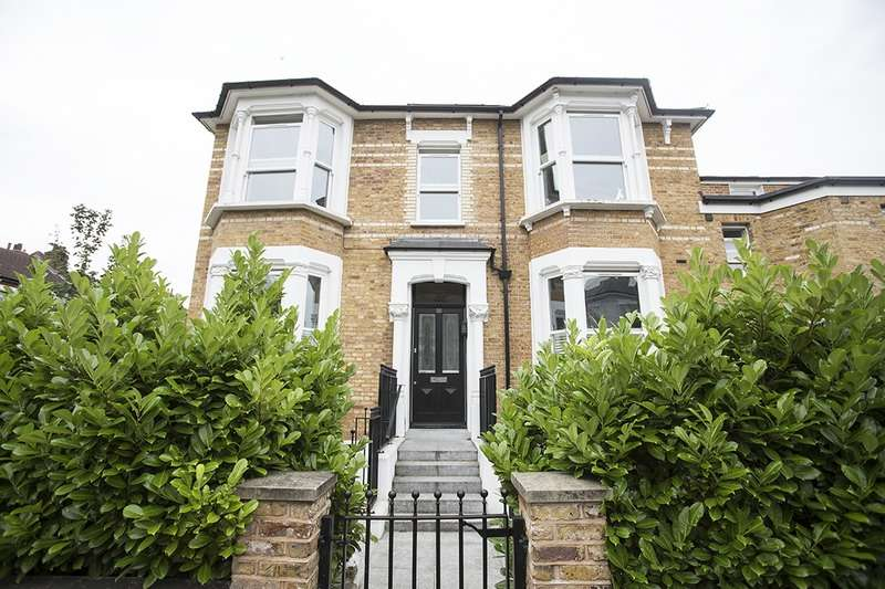 2 Bedrooms Flat for sale in lampard grove, london, Middlesex, N16