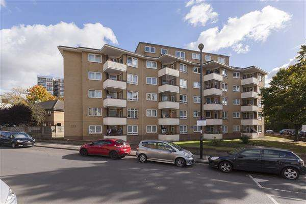 2 Bedrooms Apartment Flat for sale in Ashford House, Staunton Street, Deptford