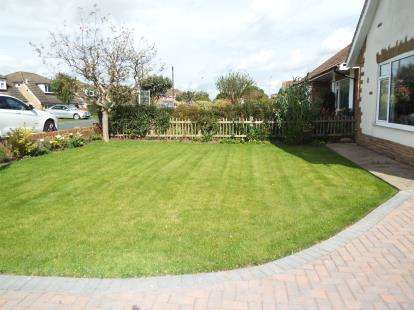 3 Bedrooms Bungalow for sale in Meadowfield, Stokesley, North Yorkshire